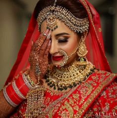bridal jewelry for the radiant bride Pakistani Bridal Makeup, Indian Wedding Makeup, Indian Wedding Bride, Indian Bridal Outfits, Indian Bridal Fashion, Indian Bridal Wear, Bridal Lehenga, Bridal Mehndi, Wedding Outfits