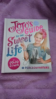 JoJo Siwa book its amazing I recommend this book I love it!♡