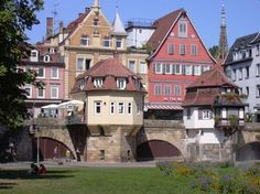 The former Free Imperial City of Esslingen am Neckar nestles in the Neckar Valley and is surrounded by vineyards. The city looks back on a history of over 1,200 years