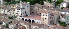 """10 cose da fare e vedere in #Umbria: Gubbio (Gubbio, Italy)  I blocchi di calcare con cui è stato costruito #Gubbio, danno al borgo l'appellativo di """"città grigia"""": è il centro più antico dell'Umbria che ha conservato, sia negli edifici che nelle strade, il suo aspetto medievale. Degna cittadina dell'Umbria, Gubbio presenta un panorama tanto uniforme quanto sublime: un paesaggio ripetitivo ma comunque meraviglioso. Come #Assisi, anche la storia di quest'altra città è strettamente legata…"""