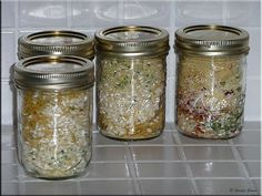 Moms Cafe Home Cooking: Rice-a-Roni Clone Mix (Homemade Mix Food Storage) Mason Jar Meals, Meals In A Jar, Mason Jars, Homemade Rice A Roni, Homemade Pasta, Canned Food Storage, Pots, How To Make Brown, Homemade Seasonings