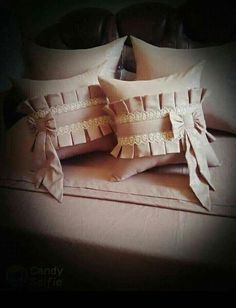 Cushion Embroidery, Diy Embroidery Patterns, Bow Pillows, Sewing Pillows, Designer Bed Sheets, Designer Pillow, Bed Cover Design, Pillow Design, Drop Cloth Slipcover