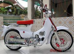 This photo is absolutely a noteworthy style procedure. Honda Cub, C90 Honda, Vintage Honda Motorcycles, Small Motorcycles, Scooter Motorcycle, Moto Bike, Fancy Cars, Cool Cars, Honda Scooters