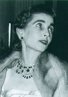 Barbara Hutton wearing the Queen Amelie of Portugal Ruby Necklace Ruby And Diamond Necklace, Ruby Necklace, Royal Crowns, Tiaras And Crowns, Woodlawn Cemetery, Doris Duke, Poor Little Rich Girl, Royal Jewelry, Fine Jewelry