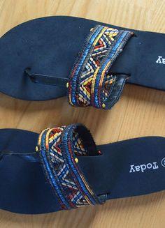 Kaufe meinen Artikel bei #Kleiderkreisel http://www.kleiderkreisel.de/damenschuhe/flip-flops/136100084-dunkelblaue-flipflops-mit-perlenartiger-verzierung