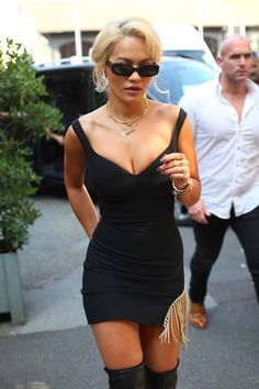 Rita Ora looked the spitting image of Baywatch bombshell Pamela Anderson when she headed out into Italy's fashionable capital on Friday. Beautiful Female Celebrities, Girl Celebrities, Celebs, Rita Ora Black, Rita Ora Pictures, Oras, White Girls, Foto E Video, All About Fashion