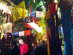 Beeld 19, vakantiebeurs in Utrecht. Mensen konden door deze hal heen lopen en verschillende landen bekijken.