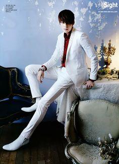 KIM WOO BIN Look at those long legs!!! :-O