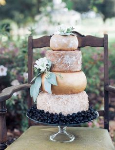 Cheese wheel wedding cake is one of the most unique alternatives to a traditional wedding cake. This idea is perfect for a vineyard or farm wedding. Fall Wedding Cakes, Wedding Cake Designs, Farm Wedding, Rustic Wedding, Green Wedding, Elopement Wedding, Wedding Blog, Diy Wedding, Wedding Favors