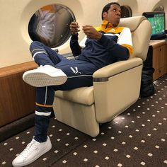 Beyonce shares a photo of Jay Z chilling in their private jet! Beyonce Show, Beyonce And Jay Z, Puma Clyde, Beyonce Instagram, Instagram Caption, Source Magazine, Online Photo Gallery, American Rappers, Beyonce Knowles