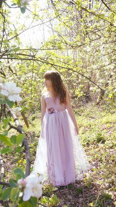 Flower Girl Dresses Boho, Flower Girls, Girls Dresses, Bohemian Dresses, Tulle Dress, Satin Dresses, Dusty Rose Dress, Bohemian Flowers, Boho Chic
