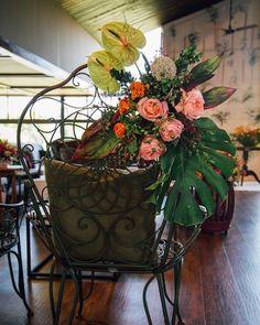 """80 curtidas, 3 comentários - As Floristas por Carol Piegel (@asfloristas) no Instagram: """"Flores e cada detalhe. Móveis @maderaeventos  Foto @isapeasson #asfloristas #arrangement…"""""""