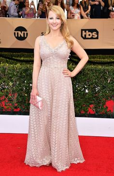 Melissa Rauch in a Luisa Beccaria dress, Stuart Weitzman shoes, a Tyler Ellis clutch, and jewelry by EFFY at the 2017 Screen Actors Guild Awards.
