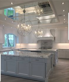 Top 70 Best Kitchen Cabinet Ideas - Unique Cabinetry Designs From traditional to modern, rustic and beyond, discover the top 70 best kitchen cabinet ideas. Explore unique cabinetry designs for your home interior. Deco Design, Küchen Design, Design Ideas, Dream Home Design, Home Interior Design, Room Interior, Luxury Kitchen Design, Beautiful Kitchens, Cool Kitchens