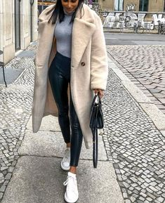 Basket Blanche Femme Hiver 52 Ideas For 2019 Winter Fashion Outfits, Fall Winter Outfits, Autumn Winter Fashion, Fall Fashion, Winter Clothes, Winter Style, Fashion Dresses, Catwalk Fashion, Maxi Dresses
