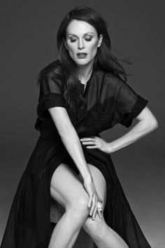 Actress Julianne Moore is photographed for Madame Figaro on February 2014 in Paris, France. Get premium, high resolution news photos at Getty Images Julianne Moore, White Photography, Portrait Photography, Fashion Photography, Female Poses, Female Portrait, Nathalia Vodianova, Annie Leibovitz, Posing Guide