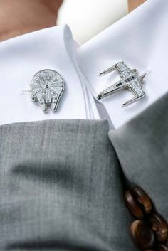 It is all in the details! Doesn't have to be full on Star Wars themed weddin - Star Wars Men - Ideas of Star Wars Men - It is all in the details! Doesn't have to be full on Star Wars themed wedding.This cufflinks are the best! My brother would LOVE these Before Wedding, On Your Wedding Day, Dream Wedding, Fall Wedding, 1920s Wedding, Wedding Black, Wedding Gift Husband, Wedding Groom, Medieval Wedding