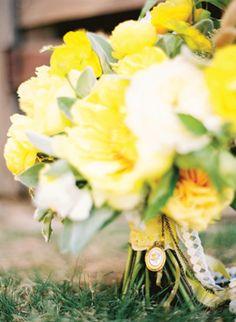 yellow rose locket | Ryan Ray #wedding