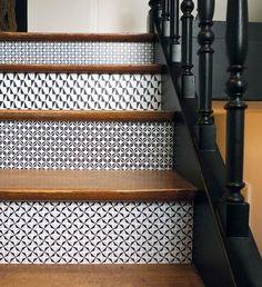 Sie mieten, Sie wollen nicht auf Hauptwerke begeben und Ihr Steingut nun brauchen ein Coup de Jeune, DOMINO ist ein kreativer, Trend, einfach, Qualität und wenig teure Alternative.  Ideal zum anpassen, eines gefliesten Badezimmer, eine Küche Spritzschutz, gefliest, garnieren oder Decken Boden Möbel, dekorieren ein Stück Wand, als eine kleine Grafik gestaltet...  Alle Gründe sind originelle Kreationen von Miss Ing. Eine erste Sammlung von 6 Entwürfe Black & White.  BEUTEL 10 DOMINOSTEINE Q...