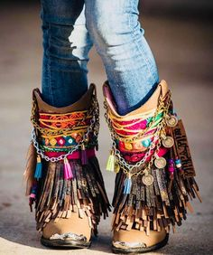 We are cherishing these cowboy shoes for the new season. Highlighting a hot pink decoration material with a coins and tassels hanging and these decorations will add boho touch to the simple brown shoe Bohemian Style Men, Bohemian Shoes, Bohemian Accessories, Bohemian Lifestyle, Boho Sandals, Lifestyle Shop, Hippie Chic, Boho Chic, Boots Boho