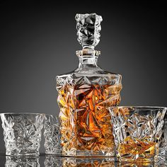 Level Up Your Drinking Game with these Classy Decanters — Frillstash Whiskey Decanter, Whiskey Glasses, Liquor Glasses, Whiskey Girl, Cigars And Whiskey, Alcohol Bottles, Alcohol Recipes, Scotch Whisky, Wine And Spirits