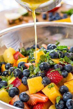 Rainbow Fruit Salad with Citrus-Honey Dressing and Fresh Min.- Rainbow Fruit Salad with Citrus-Honey Dressing and Fresh Mint Healthy Snacks, Healthy Eating, Healthy Recipes, Fruit Snacks, Healthy Fruits, Fresh Fruit Desserts, Grilled Desserts, Fruit Jam, Paleo Meals