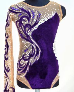 Gymnastics Suits, Gymnastics Costumes, Rhythmic Gymnastics Leotards, Gymnastics Girls, Custom Dance Costumes, Belly Dance Costumes, Green Leotard, Custom Leotards, Salsa Dress