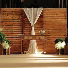 Olha eu aqui de novo 😜 #moveisecoisinhas #locacaodemobilia #locacaodemoveis #alugueldemoveis #moveisparafestas #locacaodepecas #locacaodepecasdedecoracao #painel #paineldepallet #pallet #cerimonia #casamento #wedding #instacasamento
