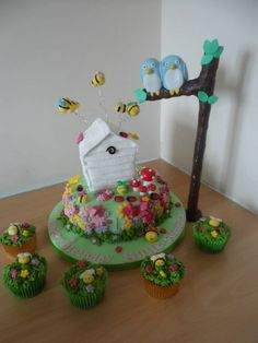"Love this cake ""The Hive Cake"" Reminds me a bit of my baby shower cake for Ali.  Adorable :)"