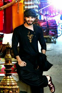 You can Get new men and women kurta designs now at your one click. Go to this link Mens Indian Wear, Indian Groom Wear, Indian Men Fashion, Mens Fashion, African Fashion, Pakistani Mens Kurta, Kurta Men, Kids Kurta, Kurtha Designs