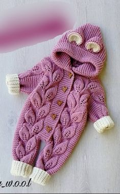 Baby Cardigan Knitting Pattern Free, Baby Knitting Patterns, Knitting Designs, Cute Newborn Baby Clothes, Knitted Baby Clothes, Newborn Fashion, Kit Bebe, Knitted Dolls, Knitting For Kids