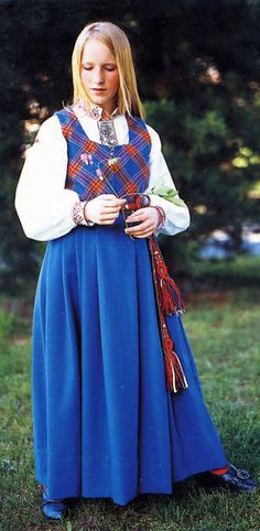 FolkCostume&Embroidery: Overview of Norwegian Costumes. Part the Southeast. Beautiful Costumes, Folk Costume, Norway, Culture, Embroidery, Search, Fashion, Hipster Stuff, Needlework