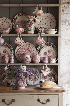 Emma Bridgewater Pottery - Our pink patterns are a bit like the flowers in a proper country garden – they look just right together, but in a nice, unplanned sort of way. Rose Cottage, Cottage Chic, Cottage Style, Vintage Shabby Chic, Shabby Chic Decor, Vintage Tea, Vintage Kitchen, Vibeke Design, Emma Bridgewater