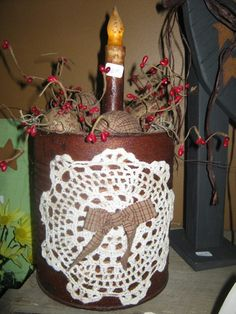 primitive country decorating at christmas Primitive Kitchen Decor, Primitive Homes, Primitive Crafts, Primitive Christmas, Country Primitive, Primitive Candles, Farmhouse Decor, Tin Can Crafts, Crafts To Make