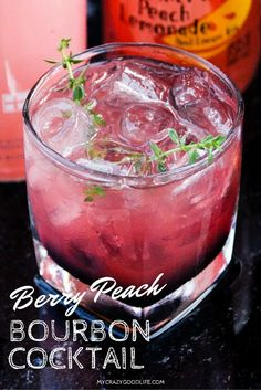 Delicious and hearty, this Berry Peach Bourbon Cocktail will impress your guests! Bourbon Cocktails, Beste Cocktails, Whiskey Drinks, Refreshing Cocktails, Fresco, Happy Hour Food, Best Cocktail Recipes, Drink Recipes, Aguas Frescas
