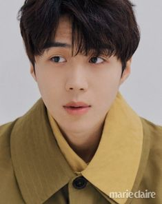 Kim Seon Ho gets comfy and playful in 'Mare Claire' magazine. The actor who is confirmed for upcoming tvN investigating drama, 'Catch Yoo Ryung' along actress Moon Geun Young is full of charisma and poses. Korean Male Actors, Korean Celebrities, Kim Son, Moon Geun Young, Hyun Soo, Goblin Gong Yoo, Park Hae Jin, Lee Young, Celebrity Drawings