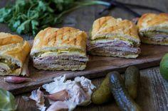 Esta semana he hechoun recorrido gastronómico por los mejoresblogspara buscar y traeros las 8 recetas de sándwiches que no os podéis perder. Porque un sándwich no tiene por que ser una cena rápi…