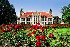 Pałac Zamoyskich z XVIII wieku - elewacja ogrodowa