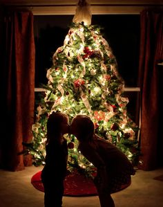 How to take better Christmas photos: Terrific roundup of tutorials on the web. Bookmark!