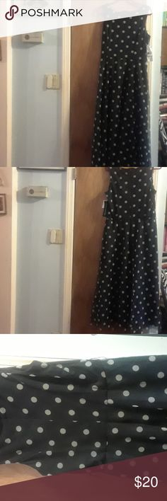 Jessica Howard Black Polka Dot Party Dress This NWT long flowing maxi dress will turn heads. At 53 inches, it is sleeveless with a back zipper. It is made of polyester and is fully lined. Although it is new, it is sadly missing a belt. Jessica Howard Dresses Maxi
