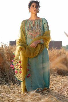 Buy Handwoven Chanderi Kurta Set by Rajiramniq at Aza Fashions Designer Punjabi Suits Patiala, Punjabi Suits Designer Boutique, Boutique Suits, Embroidery Boutique, Embroidery On Clothes, Embroidery Fashion, Embroidery Patterns, Dress Indian Style, Indian Wear