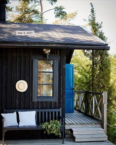 An Idyllic Finnish Summer Cabin on the Water's Edge Porches, Summer Cabins, Timber Cabin, Summer Paradise, Cabins And Cottages, Cozy Cabin, Cottage Living, Scandinavian Home, Gazebo