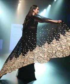 Lolo walked the ramp walk for Arpita Mehta at LFW 2018 Dhoti Saree, Saree Dress, Kurti, Bollywood Style, Bollywood Fashion, Bollywood Actress, Beautiful Saree, Beautiful Dresses, Fasion