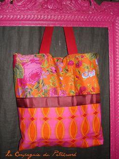 """Totebag aux couleurs acidulées """"fleurs de bohémienne, à porter à l'épaule 42 x 42 cm : Sacs à main par lacompagniedupatchwork"""