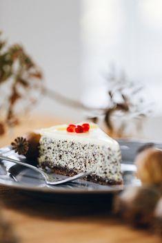Cheesecake počesku: ztvarohu, máku azakysané smetany - Proženy Tasty, Yummy Food, Cheesecake, Convenience Food, Something Sweet, Sweet Desserts, Paleo Diet, Food Videos, Breakfast Recipes