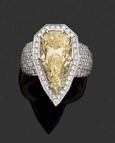 Sharp diamond ring