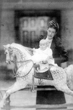 Geraldine Gilbert Henry, daughter of Margaret and Mitchell Henry who died in a tragic accident in 1892. The baby is her daughter Elizabeth.