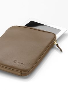 Women's iPad sleeve This elegant iPad sleeve is made of high-quality cowhide. Made in the fashionable colour camel, it features a gold-coloured zip fastener. Suitable for iPad versions 2 to - 100 % cowhide - By Bree for Mercedes-Benz Ipad Sleeve, Mercedes Benz, Camel, Zip Around Wallet, Laptop, Colour, Elegant, Gold, Collection