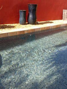 Carrelage piscine gris en emaux de verre togama gris 258 for Piscine miroir overflow