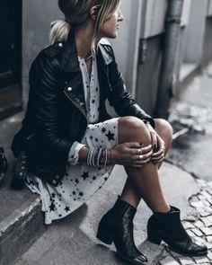 Die Lederjacke lässt das Outfit stylischer wirken